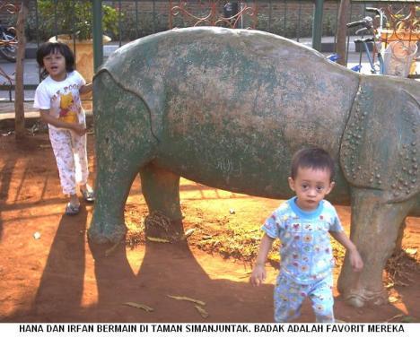 Hana dan Irfan di Taman Simanjuntak
