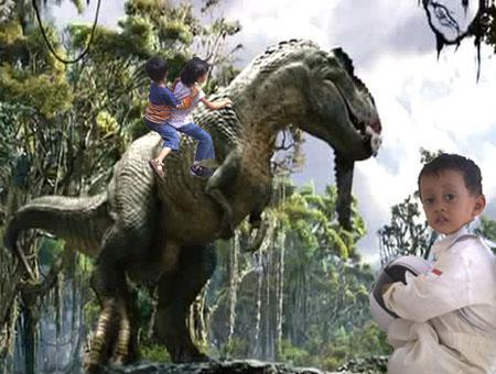Irfan dan Hana naik T-Rex