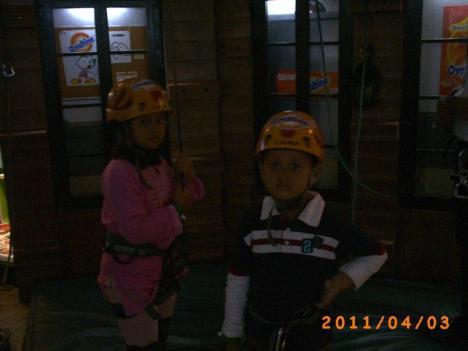 Hana dan Irfan akan memanjat bangunan 3 lantai