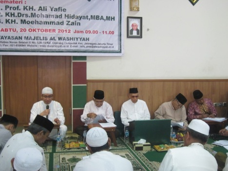 KH Mohamad Hidayat sedang ceramah