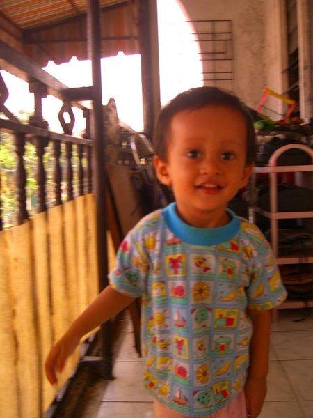 Irfan tersenyum