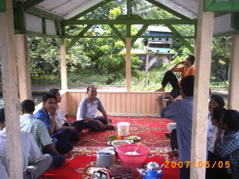 Makan Siang di Rumah Pemimpin Ponpes Rancabango