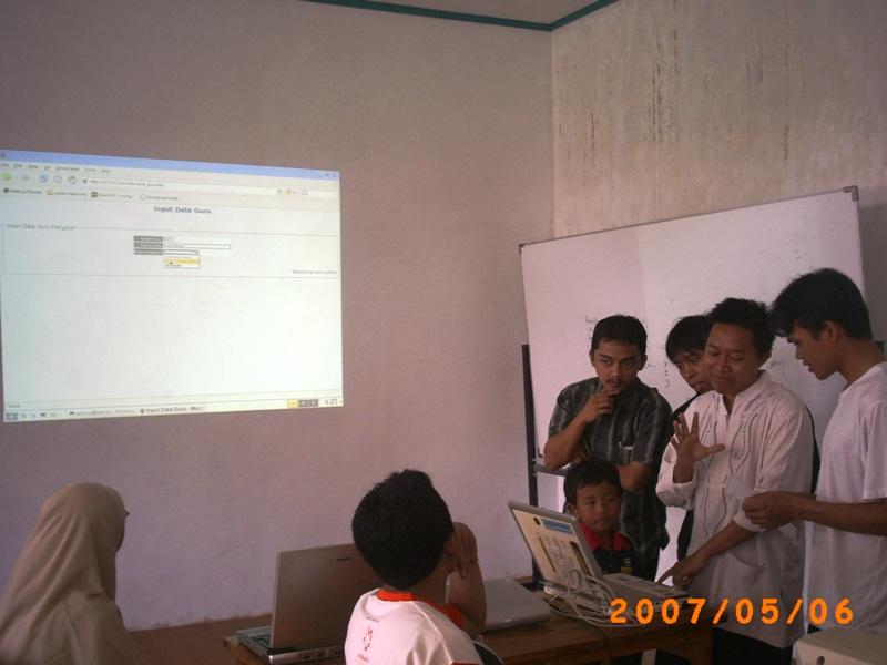 Pelatihan Moodle dan Simpel bagi Para Asatidz Pesantren Rancabango