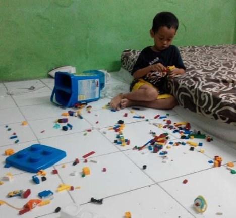 Yusuf Bermain Lego2